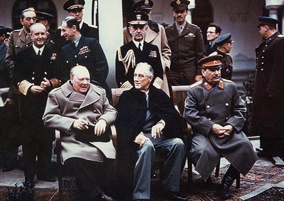 Roosevelt, Churchill y Stalin se reunieron en Yalta en 1945 para dibujar el mapa de la postguerra
