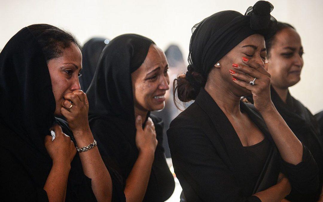 El siniestro de Etiopía condena a Boeing a quedarse en tierra Un número creciente de países deja de operar con el modelo siniestrado, mientras que la cotización de la compañía cae un 13 %