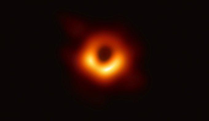 Esta es la imagen de un agujero negro La histórica foto confirma la teoría de la relatividad y abre una nueva puerta para entender los misterios del cosmos