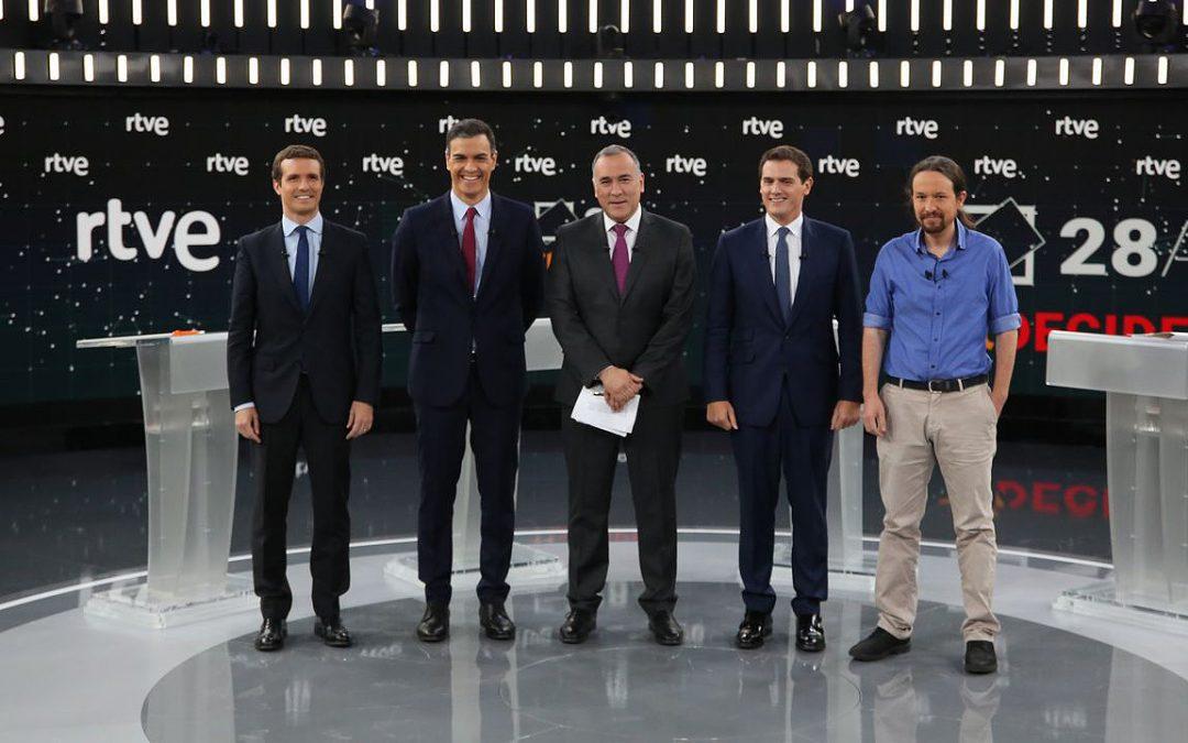 Cataluña y los pactos calientan el debate Sánchez sale vivo del ataque frontal que le plantean Casado y Rivera, aunque no aclara si está dispuesto a pactar con los secesionistas, mientras Iglesias le ofrece un Gobierno de coalición