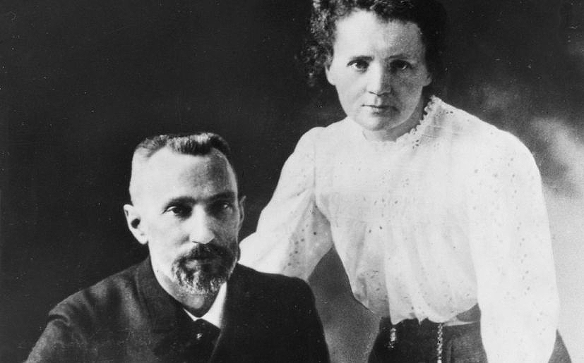 Pierre Curie naceu en 1859 en París, casou con Marie Curie en 1895 e ambos recibiron o Nobel de Física en 1903