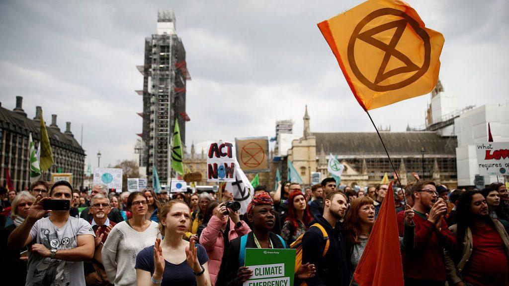 Extinction Rebellion. Este movemento social naceu en outubro do 2018 para influír nas decisións do goberno británico en materia de medio ambiente. A última mobilización produciuse o pasado domingo en Londres, coincidindo coa celebración do Día da Nai. | HENRY NICHOLLS