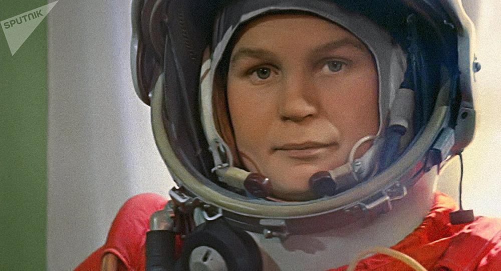 A primeira muller en saír ao espazo, Valentina Tereshkova, regresou á Terra en 1963 tras permanecer nel 70 horas e 58 minutos