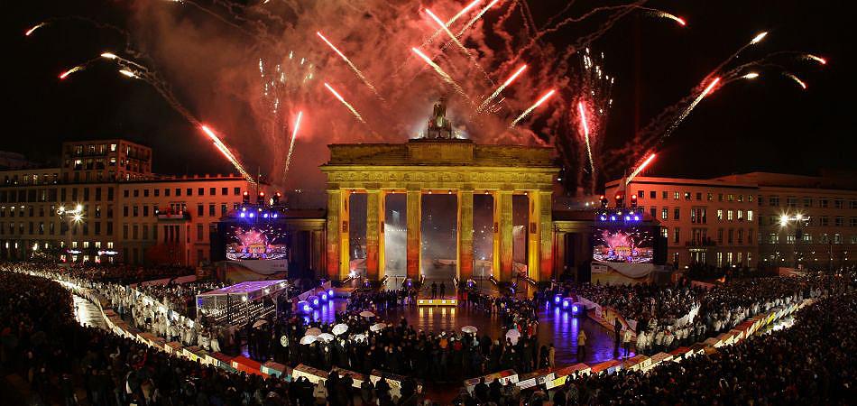 Cuarenta y seis años más tarde, la ciudad de Berlín recuperó en 1991 la capitalidad de una Alemania reunificada