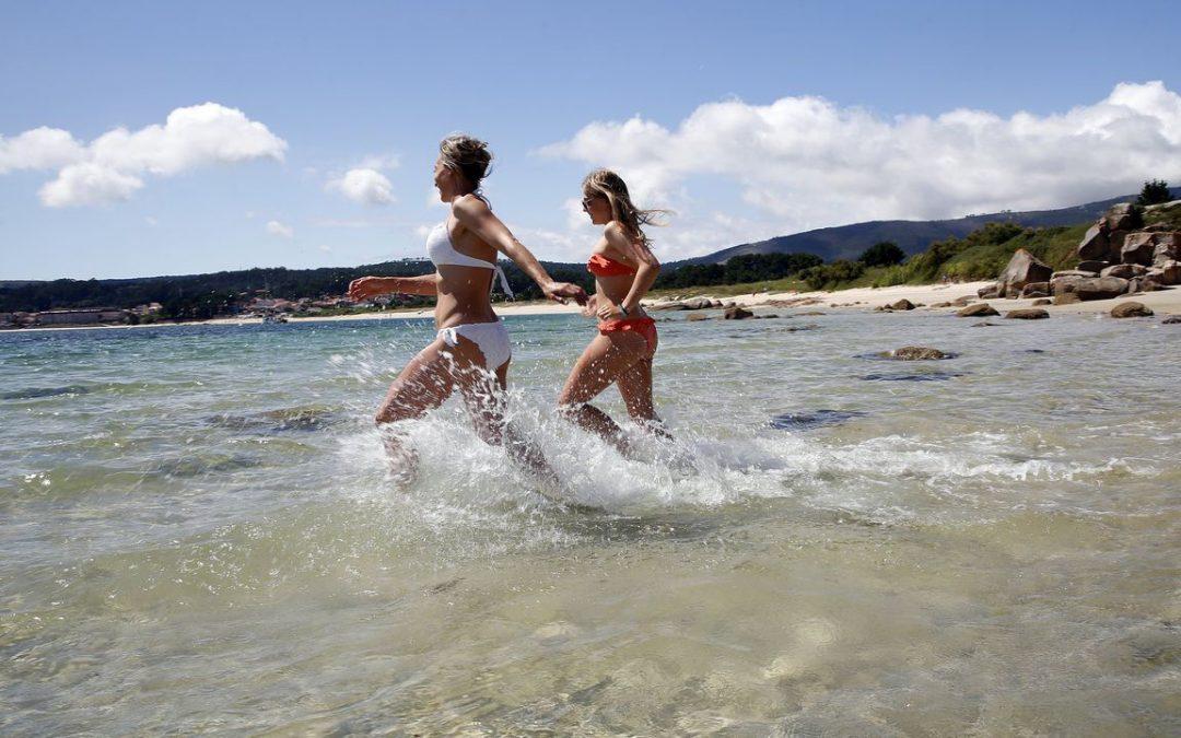 Case 400 zonas de baño con auga excelente nas praias galegas O 95 % das áreas analizadas pola Xunta contan con calidade óptima ou boa