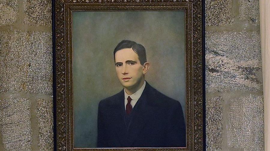 En 1934 íase a celebrar no hotel Compostela de Santiago unha homenaxe a Ánxel Casal, pero suspendeuse debido ao estado de guerra