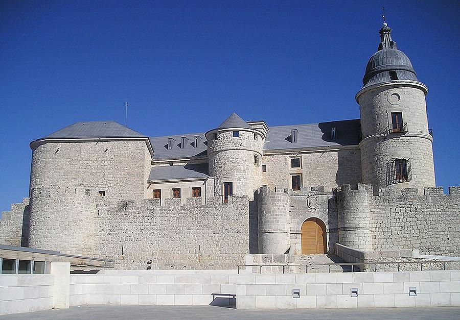 Una cédula del rey Carlos I creó el Archivo de Simancas en el año 1543, que potenció de manera significativa su hijo Felipe II