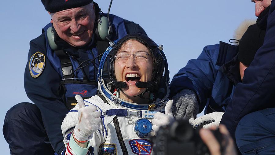 La astronauta que batió un récord supraestratosférico Christina Koch permanció casi un año a bordo de la Estación Espacial Internacional y consiguió el vuelo espacial más largo de una mujer en la historia