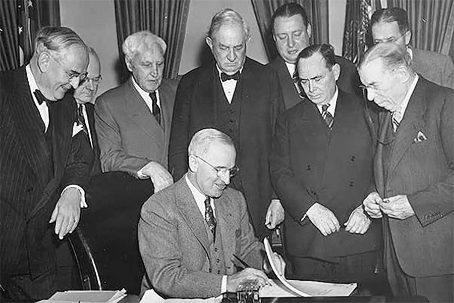 O presidente Truman ratificou en 1948 o proxecto de reconstrución de Europa chamado Plan Marshall