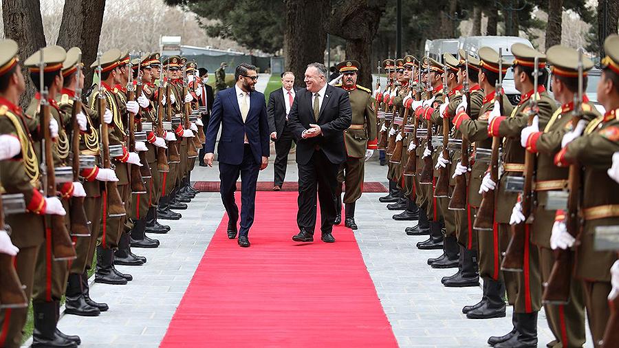 Pompeo viaja a Kabul para intentar salvar el acuerdo de paz con los talibanes Las disputas internas afganas ponen en peligro el acuerdo y la salida de las tropas estadounidenses