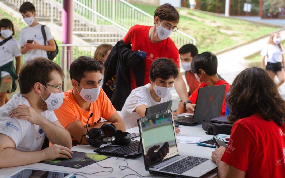 Open Science Cambre: los alumnos tienen su propia feria Ni el covid ha parado a los 40 estudiantes del IES David Buján, que celebran por tercer año un encuentro científico singular