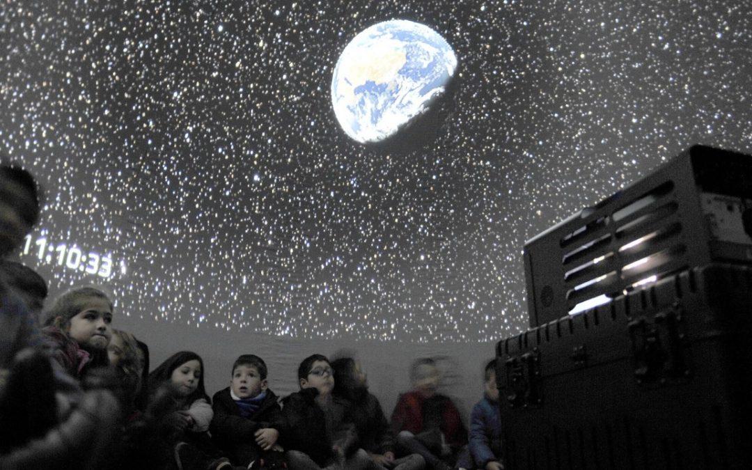 ¿Qué son y para qué sirven los planetarios? Reproducen en la cúpula una imagen del universo imposible de contemplar desde la Tierra
