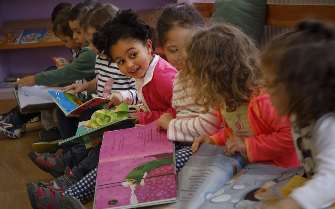 Recomendaciones literarias para navidad La Voz de la Escuela te propone una lectura navideña con los mejores libros ilustrados, las novedades editoriales y la apuesta por un autor