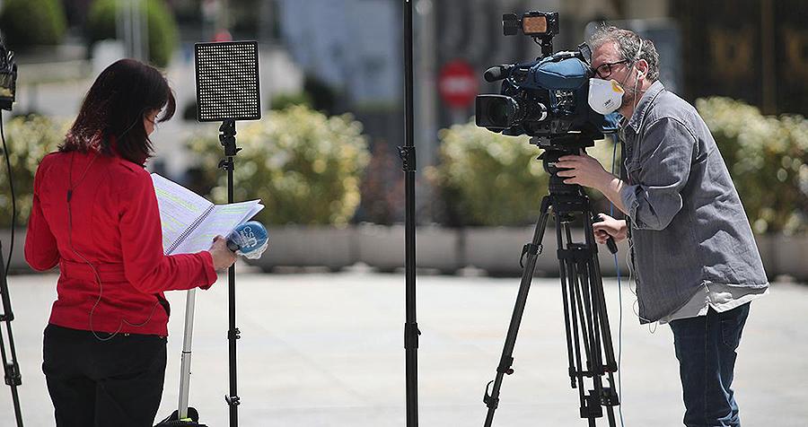 ¿Por qué es más importante trabajar en la televisión que en un periódico? Isabel, 12 años.