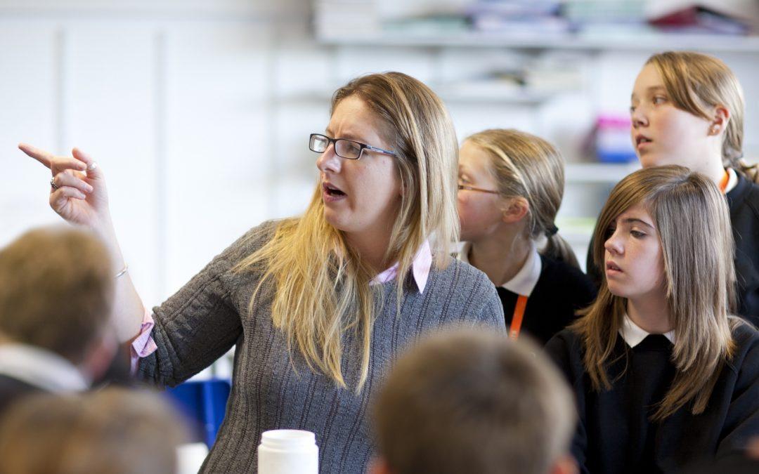 Un poco de autocrítica Reflexionar sobre los resultados de los docentes y los estudiantes  como grupo es fundamental para alcanzar el éxito escolar