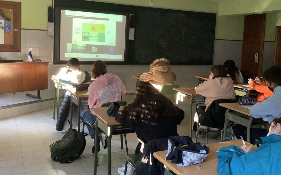 Las empresas familiares entran en las aulas para hablar de emprendimiento 400 estudiantes de 10 centros participan en un plan piloto en Galicia