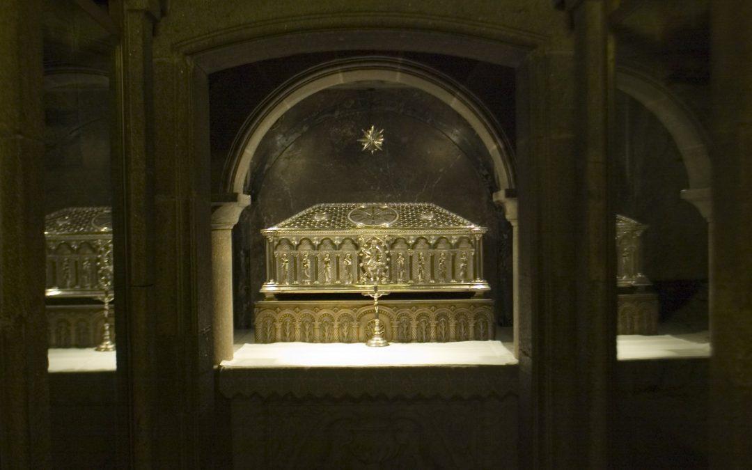 Cando se atoparon os restos do Apóstolo? Unhas pequenas luces e a curiosidade dun ermitán permitiron dar hai moitos anos co esqueleto de Santiago e de dous dos seus acompañantes, un achado clave para o Camiño