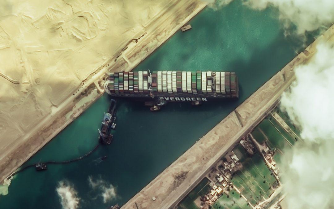 Medio mundo parado por un barco El Ever Given, uno de los buques más grandes que hay, se quedó atrapado en el canal de Suez, provocando retrasos y pérdidas económicas en todo el planeta
