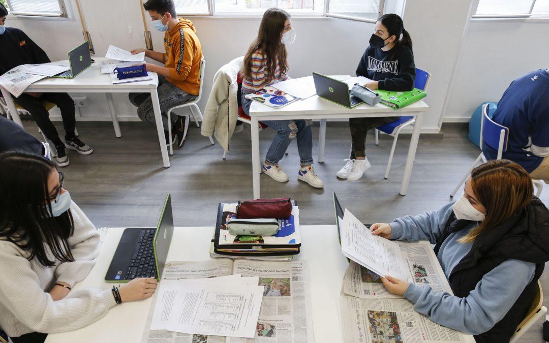 Un reportaje en clase de Lengua que sirve para plantearse su propio futuro Carmelitas de Ourense analiza con una noticia las opciones educativas tras la ESO