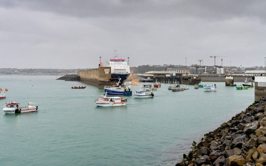 Tensión en el mar: enfrentados por la pesca El Reino Unido y Francia se enzarzan en una disputa por los caladeros  y el control de las aguas del Canal de la Mancha tras el «brexit»