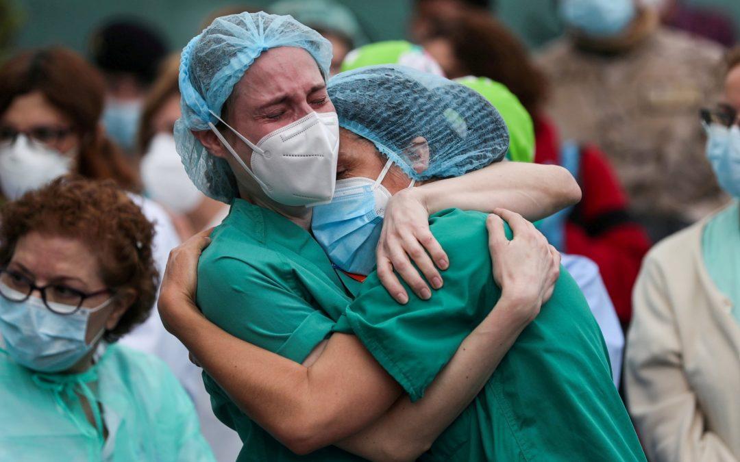 Balance de la pandemia: miles de caricias y abrazos perdidos Unos 3,8 millones de personas han muerto por el covid y la vacunación avanza de forma muy desigual: por cada tres africanos hay 55 europeos