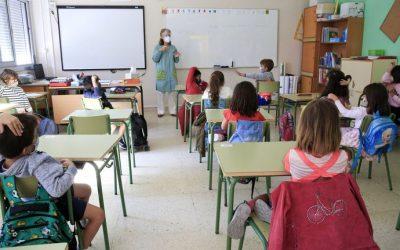 Aumentan los problemas de voz entre los docentes gallegos por el uso de la mascarilla El colegio de logopedas constata este incremento y recomienda hidratarse y no hablar más alto de lo habitual