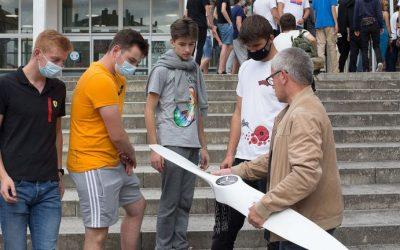 Lugo, una oportunidad única para 40 alumnos polacos de construir piezas de avión con sus propias manos El CIFP As Mercedes aocgió durante dos semanas un programa de Erasmus Plus con un institutito de Poznan