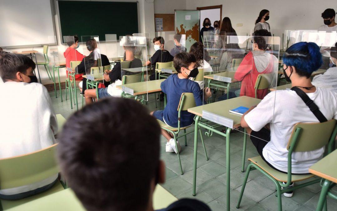El 50% de los centros públicos tendrá profesores de apoyo por la pandemia Unos 200 colegios e institutos se quedaron fuera del programa