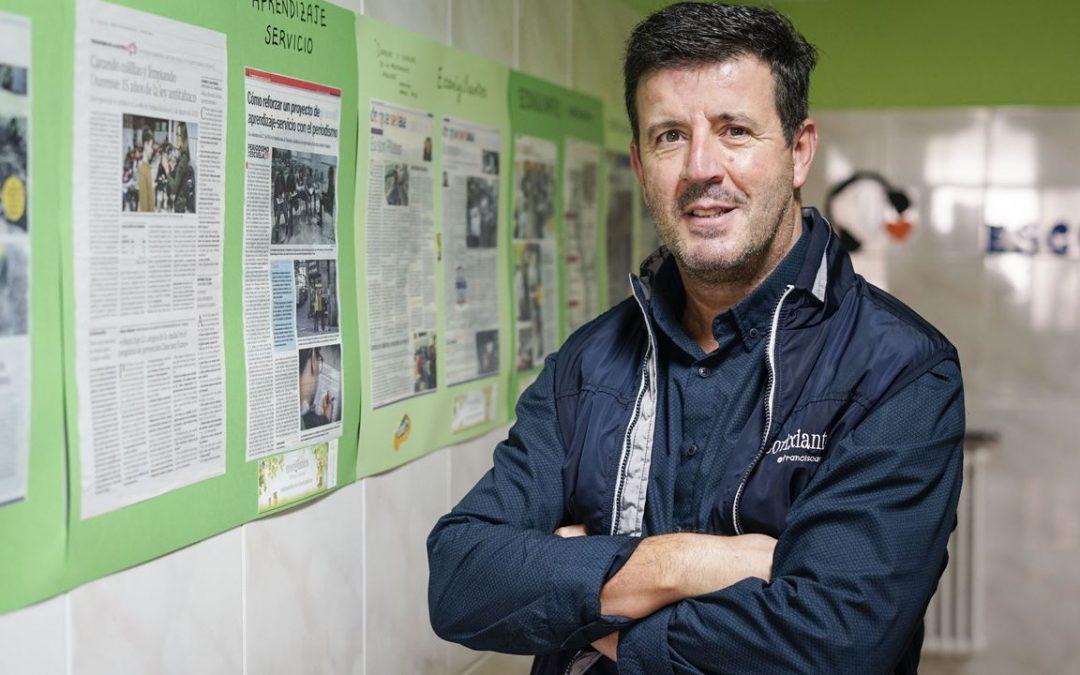 Gonzalo Busons, ganador de Periodismo en la Escuela: «Lo que me gusta de mis alumnos es que me obligan a estar en guardia»